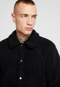 Only & Sons - ONSTODD COACH JACKET - Summer jacket - black - 3