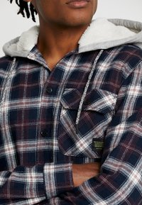 Only & Sons - ONSGLEN CHECKED HOODIE OVERSHIRT - Korte jassen - madder brown - 4