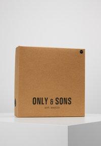 Only & Sons - ONSCENZ BOX SCARF BEANIE SET - Bufanda - blue nights - 2