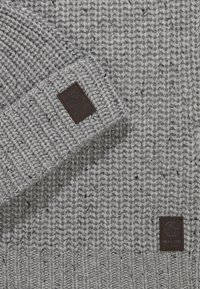 Only & Sons - ONSEMILE BOX SCARF BEANIE SET - Scarf - light grey - 4