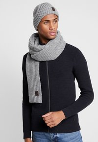 Only & Sons - ONSEMILE BOX SCARF BEANIE SET - Scarf - light grey - 0