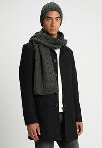 Only & Sons - ONSERIK BOX SCARF BEANIE  - Bufanda - forest night - 1