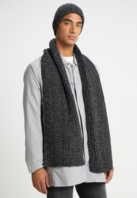 Only & Sons - ONSERIK BOX SCARF BEANIE  - Scarf - black - 1