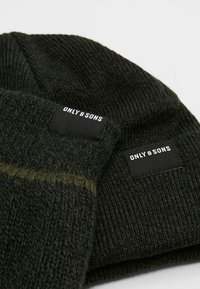 Only & Sons - ONSX-BOX GLOVES BEANIE SET - Guantes - forest night - 7