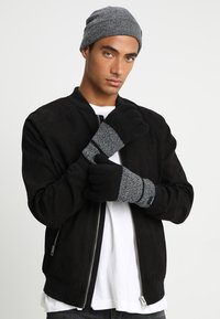 Only & Sons - ONSX-BOX GLOVES BEANIE SET - Guantes - black - 1