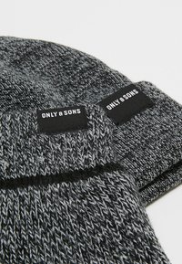 Only & Sons - ONSX-BOX GLOVES BEANIE SET - Guantes - black - 7