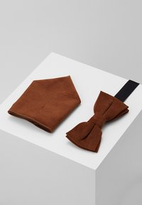 Only & Sons - ONSTBOX THEO BOW TIE HANKERCHIEF SET - Pocket square - cognac - 0