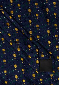 Only & Sons - ONSTODD TIE BOX SET - Kapesník do obleku - dark navy/yellow flowers - 3