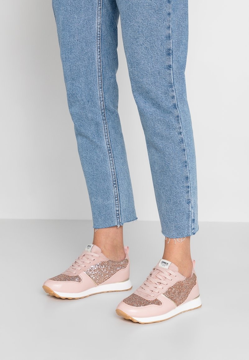 ONLY SHOES - ONLSILLIE GLITTER  - Sneakers basse - light pink