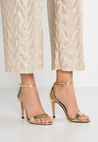 ONLY SHOES - Sandales à talons hauts - gold - 0