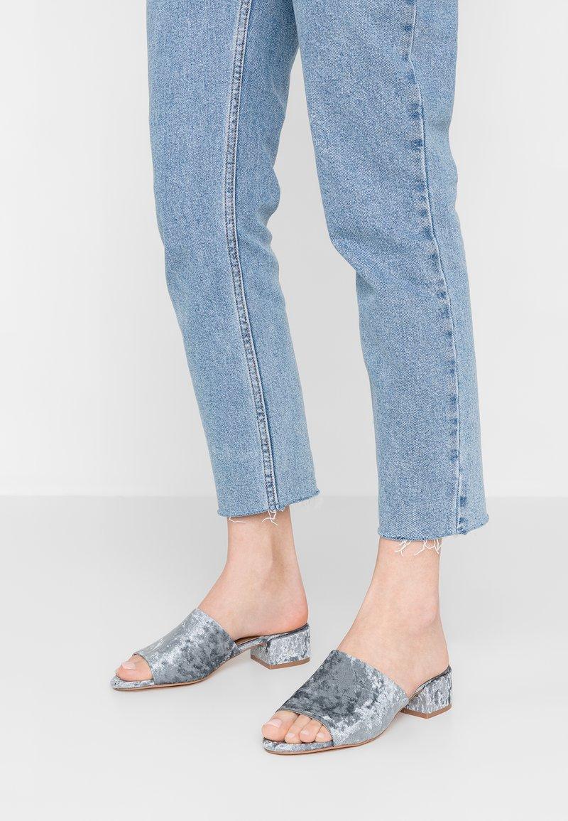 ONLY SHOES - ONLAPRIL HEELED SLIP ON - Pantofle - light blue