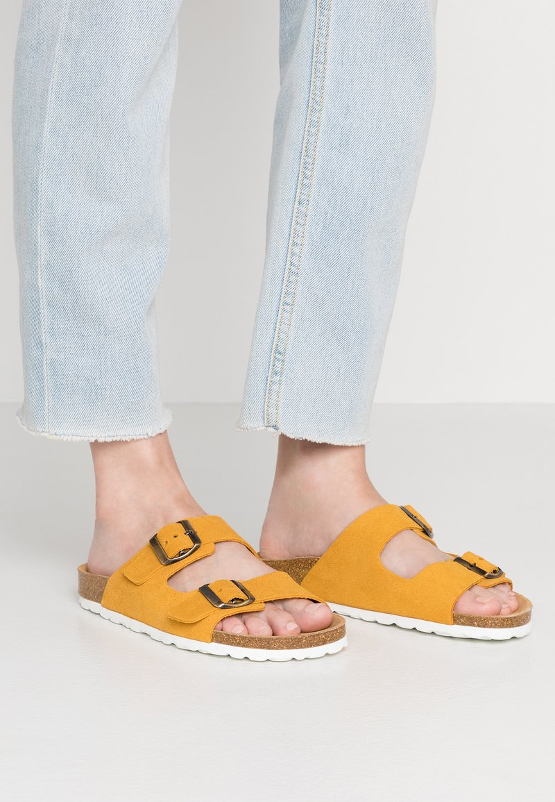 ONLY SHOES - ONLRAVI SLIP ON - Sandalias planas - mustard yellow