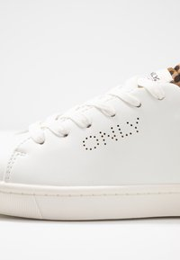 ONLY SHOES - ONLSILJA DETAIL - Tenisky - white/beige - 2