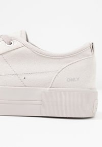 ONLY SHOES - ONLSALONI DETAIL  - Sneakers basse - light grey - 2