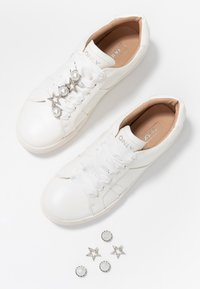 ONLY SHOES - ONLSAGE PANEL - Tenisky - white - 7