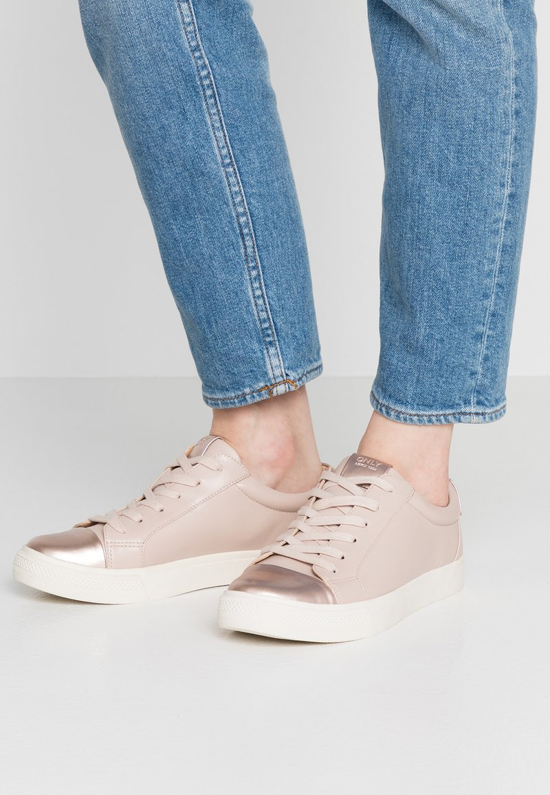 ONLY SHOES - ONLSKYE TOE CAP  - Sneakers laag - rose
