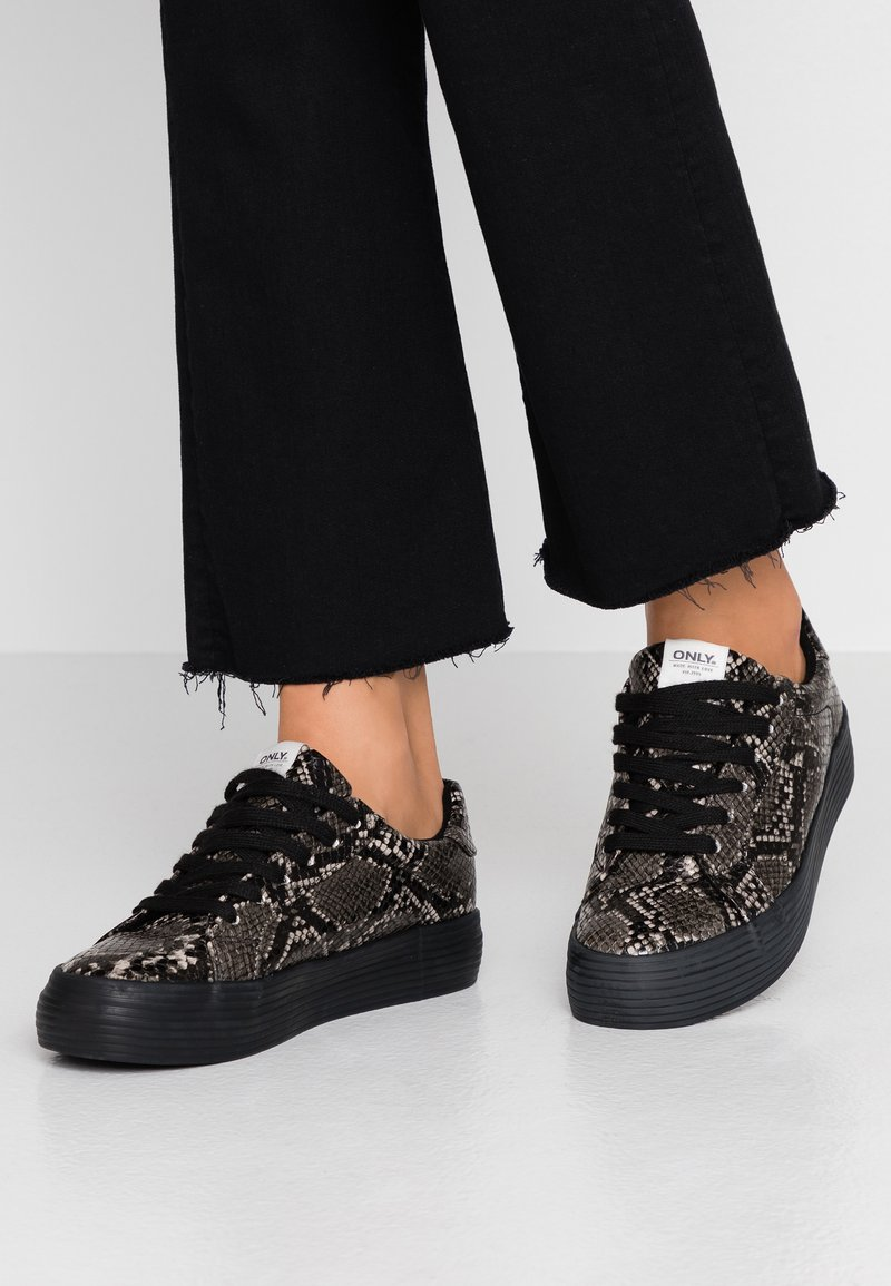 ONLY SHOES - ONLSALONI - Trainers - black/white