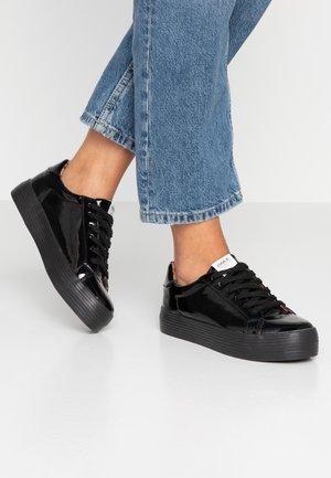 ONLSALONI - Sneakers laag - black