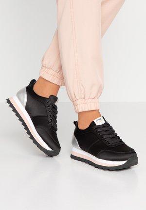 ONLSMILLA ELEVATED MIX - Sneakers basse - black