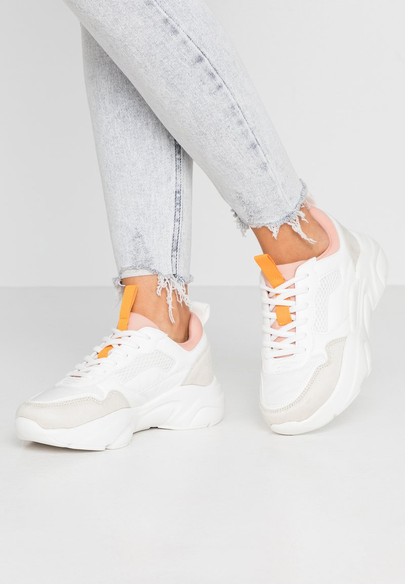 ONLY SHOES - ONLSANNA CHUNKY  - Sneakers laag - white