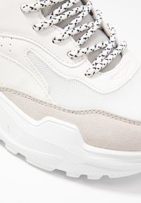 ONLY SHOES - ONLSILVA CHUNKY - Joggesko - white - 2