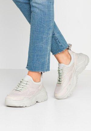 ONLSILVA CHUNKY - Sneakersy niskie - grey