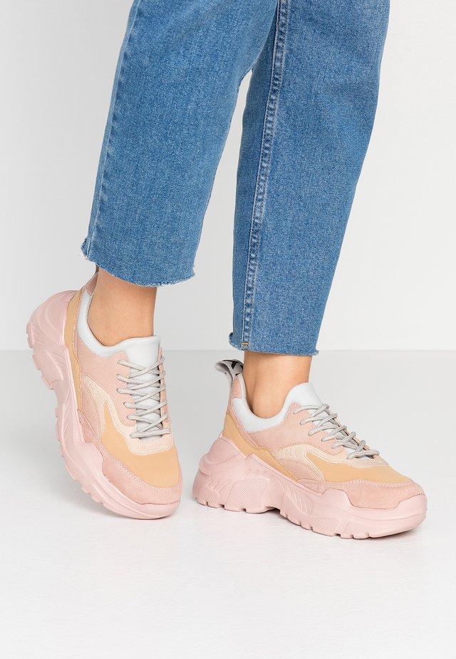 ONLSILVA CHUNKY - Sneaker low - rose