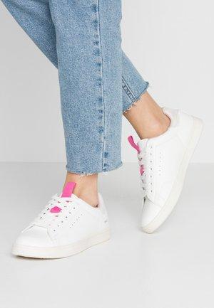 ONLSHILO IRIDESCENT  - Zapatillas - white/pink