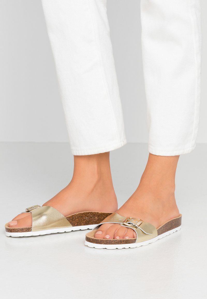 ONLY SHOES - ONLMADISON LEATHER SLIP ON - Pantuflas - gold