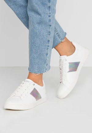 ONLSHILO SIDE PANEL - Sneakers basse - white