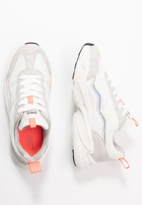ONLY SHOES - ONLSHAY CHUNKY - Joggesko - white/grey - 3