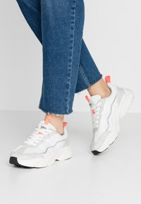 ONLY SHOES - ONLSHAY CHUNKY - Joggesko - white/grey - 0