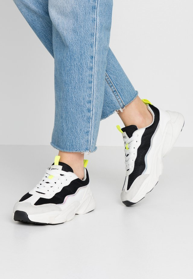 ONLSHAY CHUNKY - Sneaker low - white/black