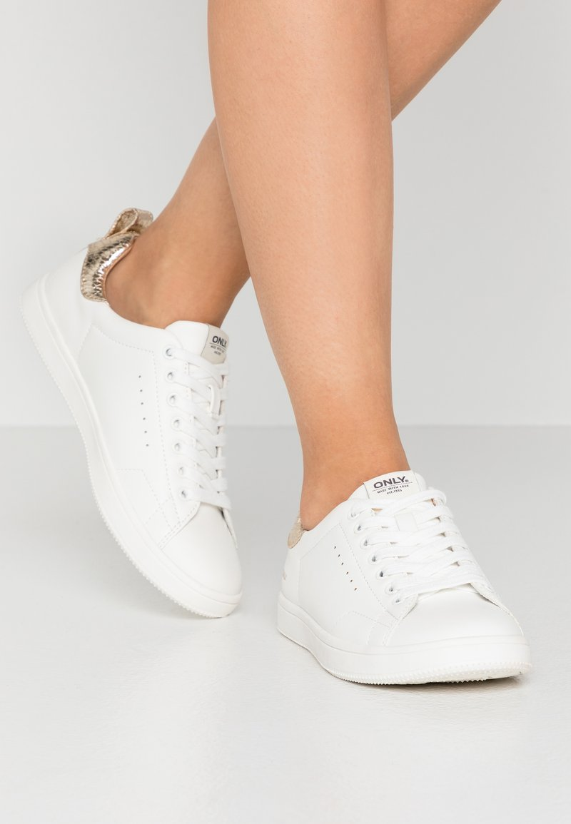 ONLY SHOES - ONLSHILO - Sneakers laag - white/gold