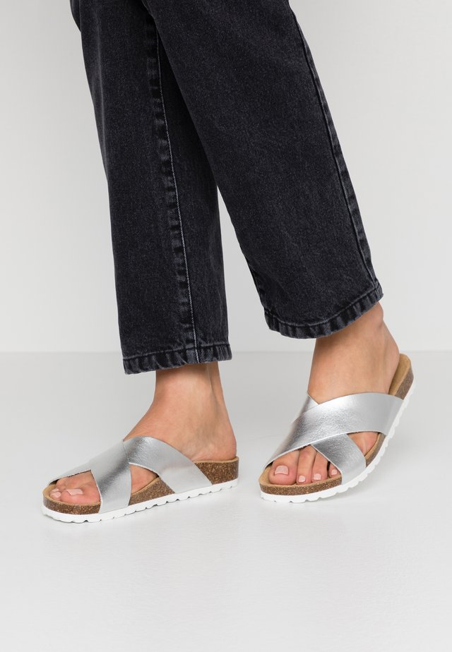 ONLMADISON CROSS - Slippers - silver