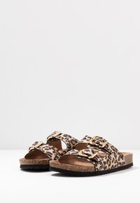 ONLY SHOES - ONLMATHILDA ANIMAL SLIP ON - Chaussons - brown/beige - 4