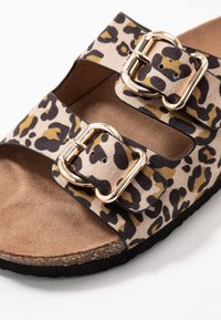 ONLY SHOES - ONLMATHILDA ANIMAL SLIP ON - Chaussons - brown/beige - 2