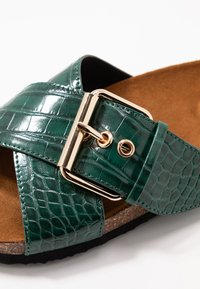ONLY SHOES - ONLMATHILDA SLIP ON - Chaussons - dark green - 2