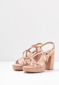 ONLY SHOES - ONLAERIN HEELED CROSSOVER  - Sandály na vysokém podpatku - nude - 4