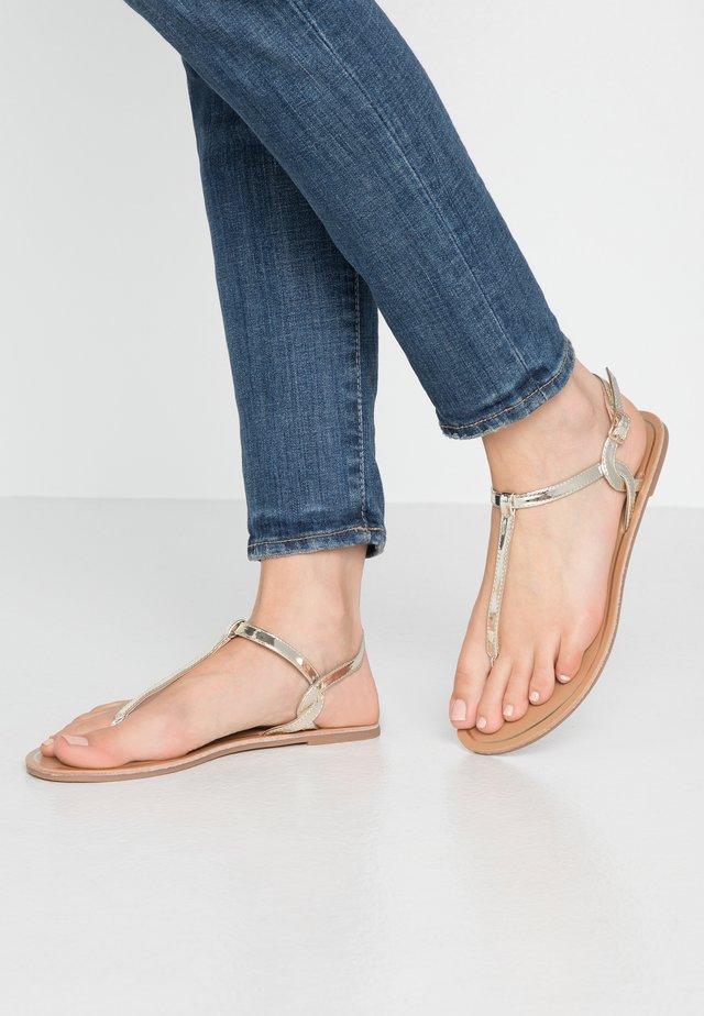 ONLMARGIT TWIST - Sandály s odděleným palcem - gold