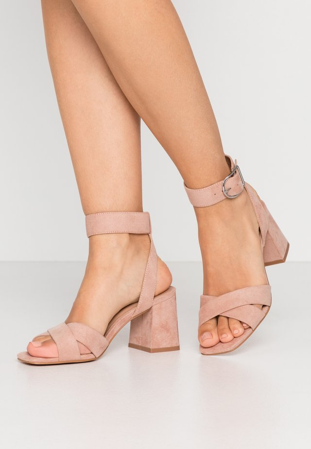 ONLAMANDA HEELED - Sandaalit nilkkaremmillä - nude