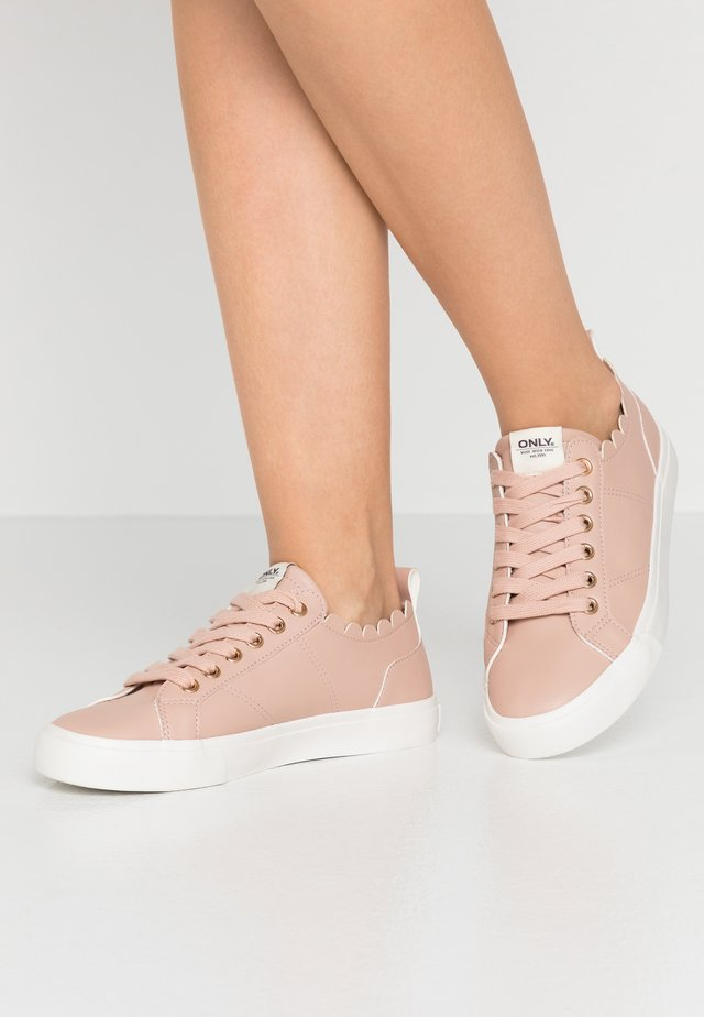 ONLSUNNY SCALOP - Sneakers laag - rose