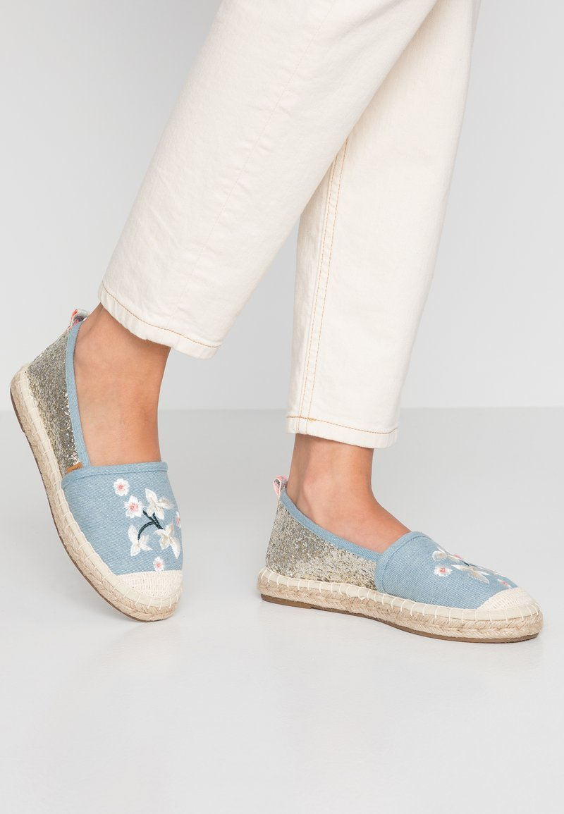ONLY SHOES - ONLEVA EMBROIDERY GLITTER - Alpargatas - blue