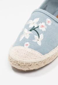 ONLY SHOES - ONLEVA EMBROIDERY GLITTER - Alpargatas - blue - 2