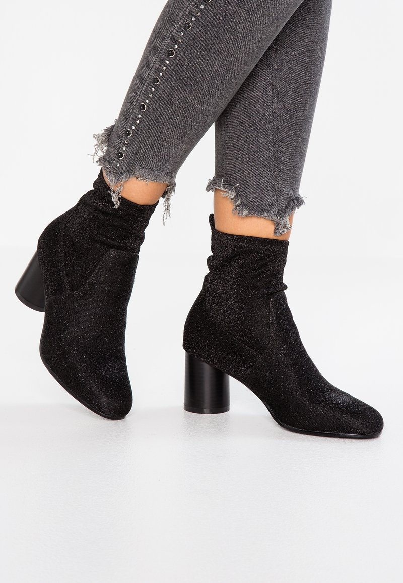 ONLY SHOES - ONLBIMBA HEELED TUBE GLITTER BOOTIE - Classic ankle boots - black