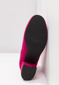 ONLY SHOES - ONLBIMBA HEELED TUBE BOOTIE - Korte laarzen - pink - 6