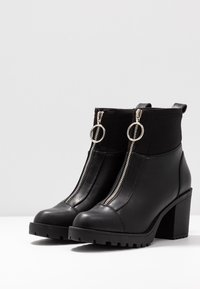 ONLY SHOES - ONLBARBARA HEELED SOCK BOOTIE  - Støvletter - black - 4
