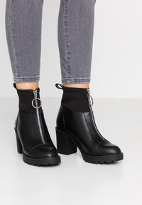 ONLY SHOES - ONLBARBARA HEELED SOCK BOOTIE  - Støvletter - black - 0
