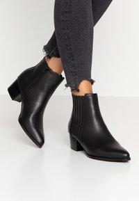 ONLY SHOES - ONLTOBIO - Boots à talons - black - 0