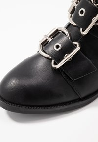 ONLY SHOES - ONLBRIGHT BUCKLE BOOTIE - Classic ankle boots - black - 2